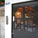 リスボン珈琲店 - アイアン装飾の扉