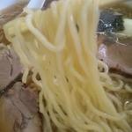 23690363 - 中太のほぼストレート麺はやや硬茹で歯ごたえも感じます