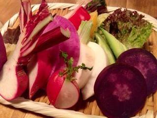 ワインノルイスケ るいすけ2号店 - 元気な野菜達のバーニャカウダ