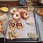 23696032 - 総菜パンの種類は豊富。