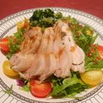 23697488 - 爽やかな香り 生姜鶏とリーフサラダ