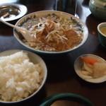 珍萬 虎居 - ラーメン(600円)+ライス(200円)漬物付き