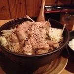 武士道 - 大阪黒醤油ラーメン