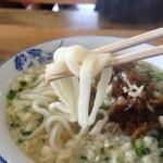 そば処喜八 - 麺はツルっとしてますが、コシのないタイプのうどんです。