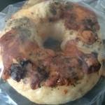 SKA VI FIKA Bagel&Muffin - チーズとバジルのベーグル(270円)。
