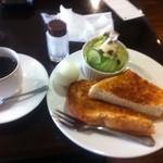 喫茶トリコロール - モーニング\450円