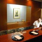 和食おかもと - 1階 カウンター席