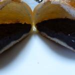 ミルクパレット - 粒あんパン、半分に切ってみて