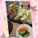 インディーズカシマシ たるみらうんじ - らうんじごぜん(\1050)本日の主菜2品は「太刀魚の天ぷら」「豚肉と春野菜の炒めもの」・本日の小鉢は「スパニッシュオムレツ」「ほうれん草のおひたし」・デザートは「ワッフルとブッセ(?)」