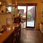 コーヒーロースト ブラン - 暖かみのある店内