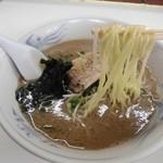 山の田ラーメン - 加水率高めの中細麺