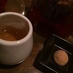 マルカフェ - 付け合わせの蜂蜜とフワフワクッキー