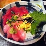 うみブタ - まぐろ丼定食¥750
