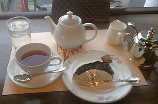 ナローケーズ - 【追加】紅茶ディンブラ(600円?)にチョコレートチーズケーキ(420円?)