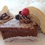 2372467 - 左から、スペシャルモンブラン・チョコラーテ(正式名称不明)・ロールケーキ