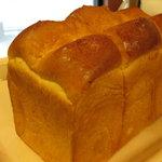 2372962 - もちもちの食パン。すぐ売り切れるみたいです。