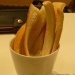 セントル ザ・ベーカリー - ぱんのみみ 「サンドイッチに寸断するときにできたものです」って置いていってくれました。