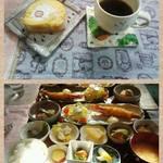 23720291 - 料理は日替わりランチとプラス200円のケーキです。コーヒーはランチに付いてます。