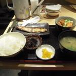 23720528 - 焼き魚とから揚げ定食