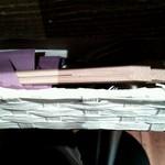 23721045 - テーブル下にある箸と爪楊枝、ナプキン