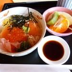 新南愛知カントリークラブ - 2013.12 ミニ丼セットを、鮭親子丼だけって、わがままな選択、、700円くらい?