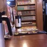炭炙りチャーシュー まる麺 - カウンター席