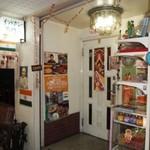 シンズキッチン - 入口もインド風