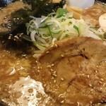 炭炙りチャーシュー まる麺 - とんこく大盛り(730円)