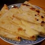 シンズキッチン - チーズナン