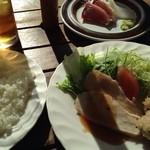 なか乃 - 料理写真:ある日の日替わりランチ。鶏照焼ソースがけとトンカツに、鰹とイカ刺し。ライス、味噌汁付きで700円。明るいテラス席でも食べられます。