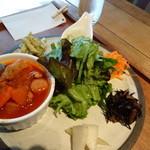レーベルカフェ OSAKA - お野菜たっぷり!鶏肉のトマトソース煮込みがメイン
