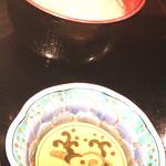 23739815 - 味噌汁は豚汁。下の小皿には天婦羅の天汁。大根おろしと一緒にいただきます。