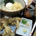 うどんや 彩讃 - 全景。100円の舞茸天ぷらは頼むと良い