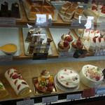 ロンシャン洋菓子店 - ショーケース