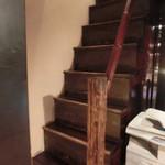 23740758 - 急な階段