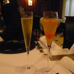レストラン マノワ - 食前酒(シャンパンとシャンパンのカクテル)(2014.1)