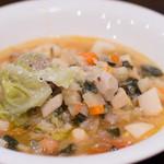ヴェントラータ - 2)ちりめんキャベツロール入りたっぷり野菜スープ