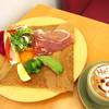 カフェやさしいちから。 - 料理写真:生ハムプロシュットとアボカドのガレット&カフェラテ