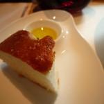 イタリアン オット - 自家製パン 岩塩とローズマリーのフォカッチャ チャバタ