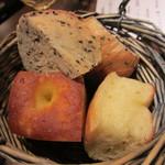 Petit - フォカッチャ、胡麻パン