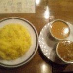 Ree Rose cafe - チキンカレー、キーマカレー、サフランライスのセット
