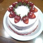 DiningBar & EventSpace M's - 手作り2段ケーキだそうです!思わずみんなで写メ撮りました♪