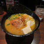 黒琥 - とんこつ醤油ラーメン 650円/豆腐 50円