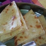 スビ・マハル - ナンはチーズを