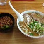 ら~めん山家 - とんこつ醤油ラーメンと、鶏そぼろ丼で800円