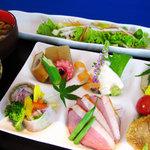 吟座 - ランチ一番人気!日替わり「彩り」定食