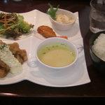 Dining Piacere - ピアチェーレのランチ(チキン南蛮)
