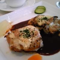 ビストロ ボン・グー・コクブ - ランチセットの料理(チキンのマスタードチーズ焼き)