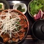 東京バルバリ - トンテキ丼 900円