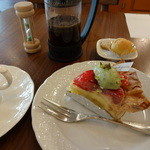 マメノキ - ケーキとホットコーヒー